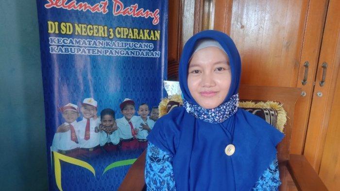 Idah Rosidah (33), Kepala Sekolah SD Negeri 3 Ciparakan, Desa Ciparakan, Kecamatan Kalipucang, Kabupaten Pangandaran, Jawa Barat