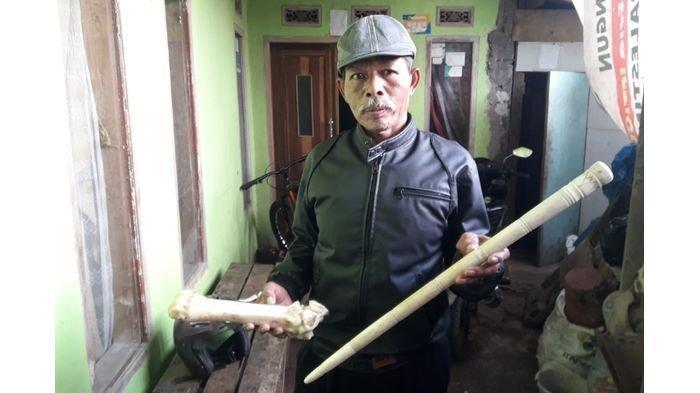 Idin Warga Kampung Pasir Tukul Cileunyi, Eksis Lakoni Profesi Seni Ukir Tulang Sapi Selama 50 Tahun