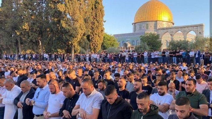 Salat Idulfitri di Masjidil Aqsa, 100 Ribu Warga Palestina Padati Kiblat Pertama Umat Islam