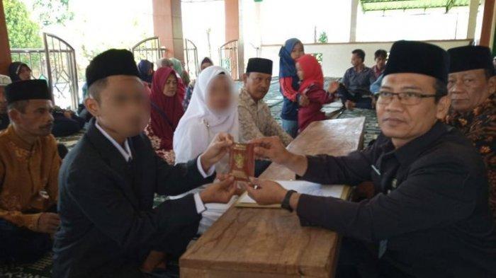 Heboh Virus Corona, Petugas, Wali Nikah dan Catin Gunakan Sarung Tangan dan Masker saat Ijab Kabul