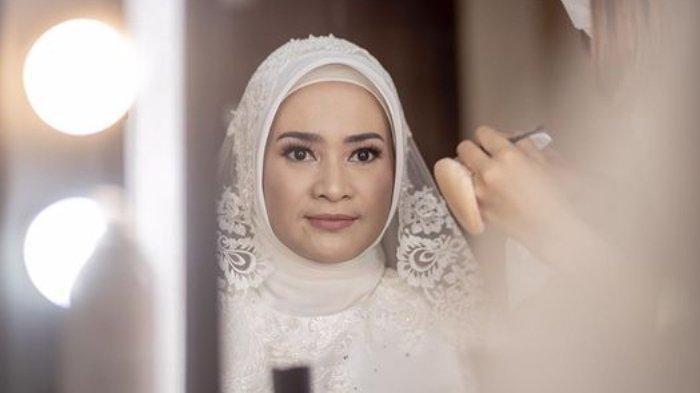 Foto Artis Ikke Nurjanah Menikah, Dipinang Pria Tampan, Ini Sosok Suaminya