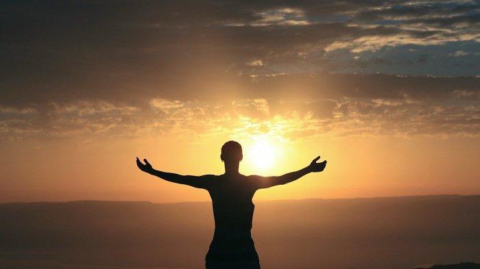 Ilustrasi berjemur sinar matahari pagi.