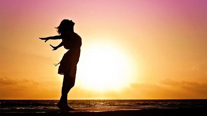 Berjemur di bawah Sinar Matahari Pagi Hari Bangun Imunitas Tubuh Cegah Corona, Begini Manfaatnya