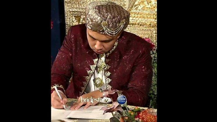 Indra Priawan tanda tangan surat nikah