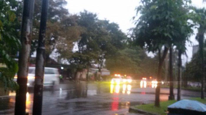 53 Pegawai Samsat Ciamis Positif Covid-19, Ambulans Konvoi Saat Evakuasi ke Tempat Isolasi