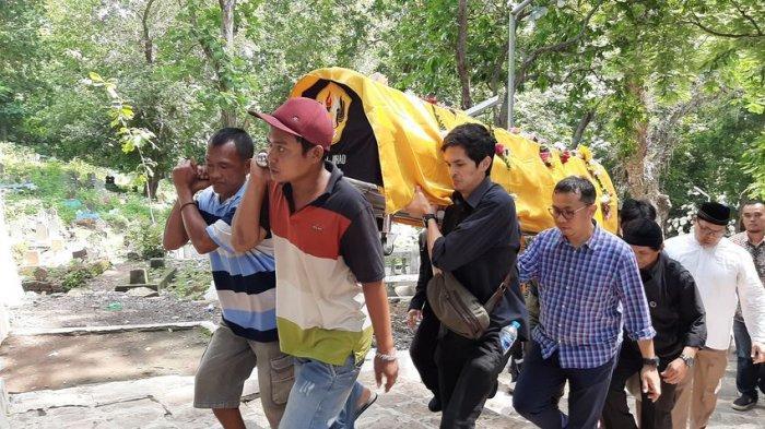 Suasana Haru Iringi Pemakaman Himendra Wargahadibrata di Pemakaman Syekh Datul Kahfi Cirebon