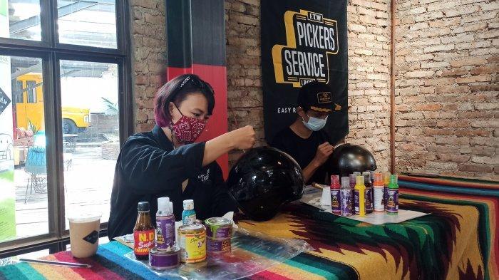 Irvine Jasta saat live painting di helm