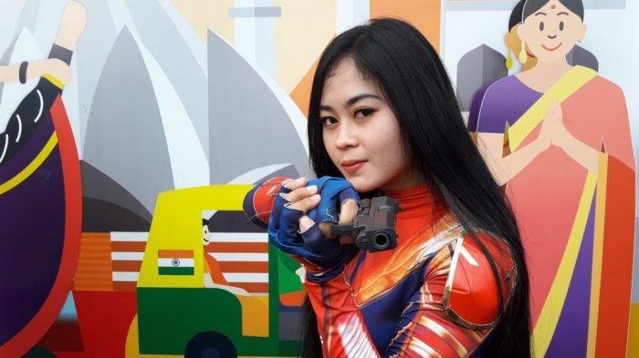 Hibur Pengunjung, 'Aura Kasih' Jadi Kapten Marvel di Jalan Asia Afrika Kota Bandung