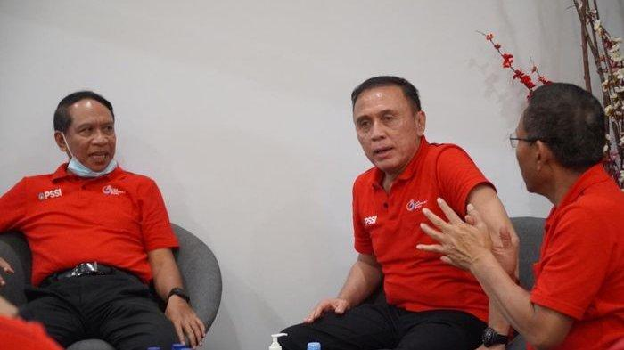 Menpora Zainudin Amali dan Ketua Umum PSSI Mochamad Iriawan saat memutuskan menghentikan sementara Liga 1 dan Liga 2, Sabtu (14/3/2020) di Balikpapan.