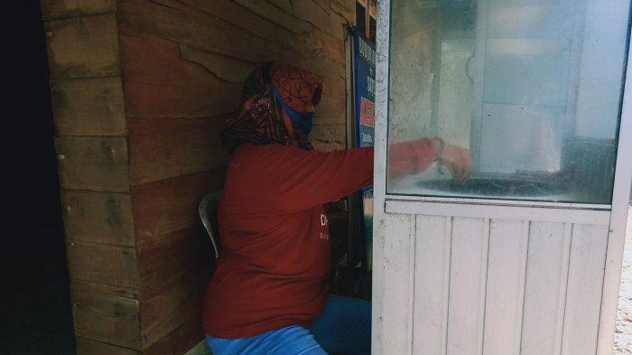 Iyut Kustiawati (41) warga Pangandaran yang selamat ketika tsunami menerjang tahun 2006.