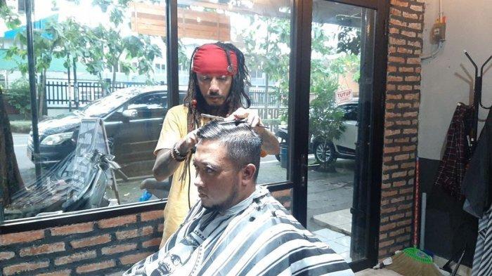 Jack Sparrow KW Asal Cirebon, Kembali ke Kampung Setelah jadi Tukang Cukur di Turki dan Australia