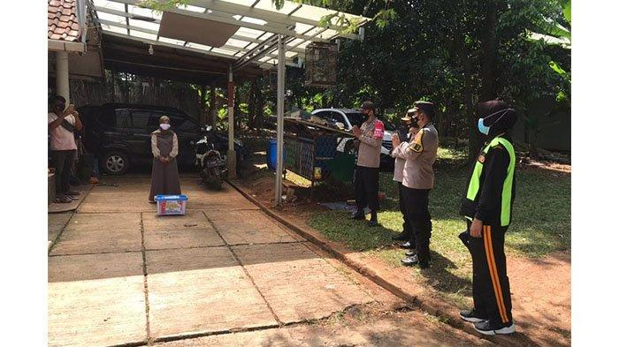 Polres Purwakarta Beri Sembako dan Vitamin Bagi Polisi yang Sedang Isolasi Mandiri