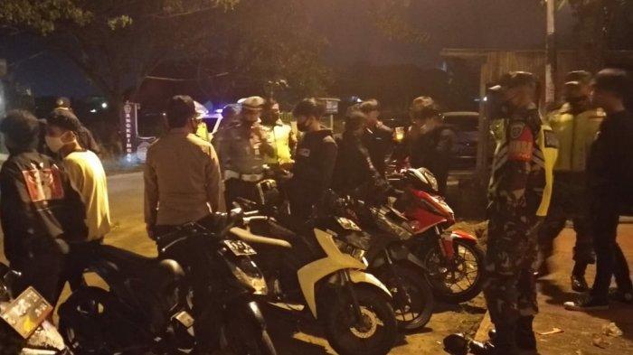 Buka hingga Larut Malam, Pengunjung di Kafe di Indihiang Kota Tasikmalaya Dibubarkan
