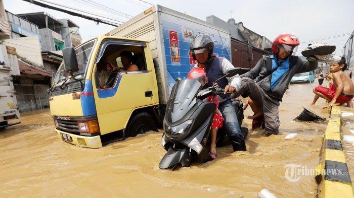 Jakarta Banjir Lagi, #AniesDimana Jadi Trending Topic