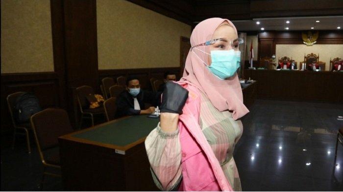 Terdakwa kasus suap pengurusan pengajuan fatwa Mahkamah Agung (MA) untuk membebaskan Djoko Tjandra, Pinangki Sirna Malasari bersiap menjalani sidang perdana di Pengadilan Negeri Jakarta Pusat, Rabu (23/9/2020).