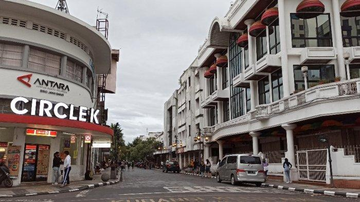 FOTO-foto Sepinya Jalan Braga Bandung Menjelang Tahun Baru, Biasanya Ramai Kini Seperti Kota Mati
