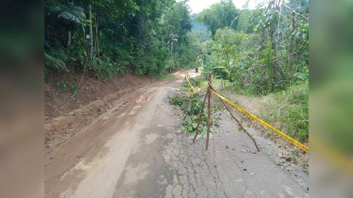 Longsor di Kuningan, Jalan Ciwaru–Cilebak Terancam Putus, Ancam Timbun 45 Rumah Warga di Cilayung
