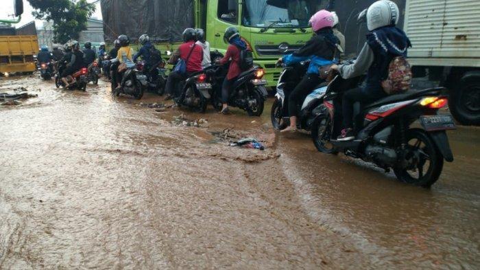 Meski Tak Ada Hujan, Jalan Mahar Martanegara Cimahi Kebanjiran