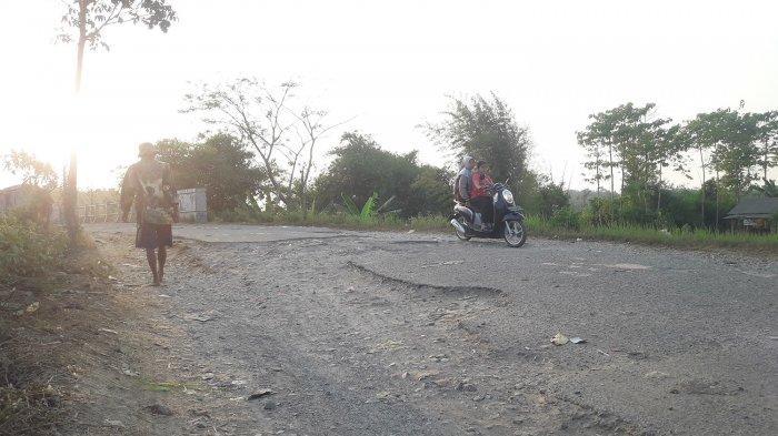 Banyak Jalan Rusak Tanggungjawab Pusat dan Provinsi di Purwakarta, Warga Ngeluh Tak juga Diperbaiki