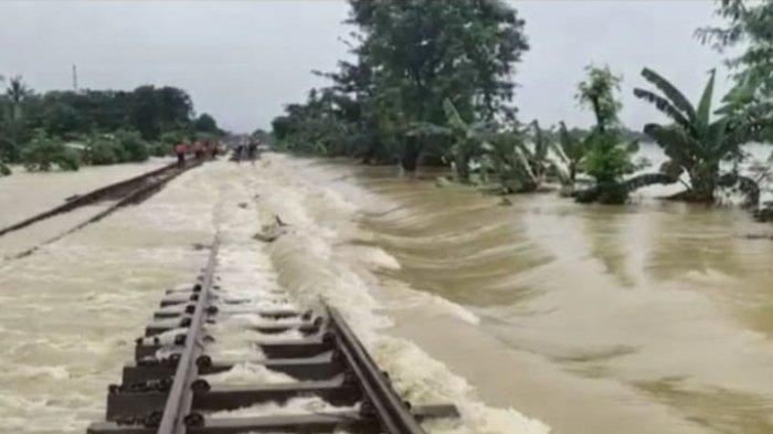 Jalur Rel Terendam, PT KAI Batalkan Sejumlah Perjalanan Kereta Api di Jalur Jakarta