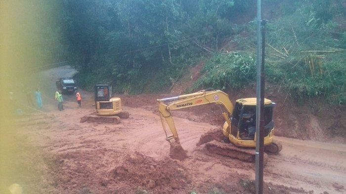 Tebing Runtuh, Jalur Ciamis-Cirebon Terputus 13 Jam, Pengguna Jalan Waspada Longsor Susulan