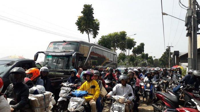 Kawasan Wisata Bandung Selatan Diserbu Wisatawan, Terjadi Kemacetan Mulai di Sadu Soreang