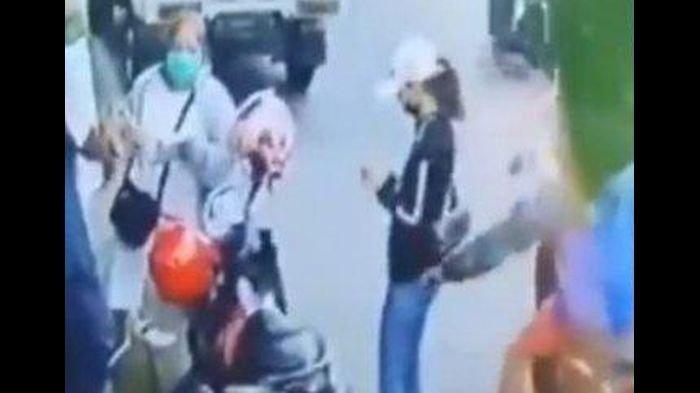 VIRAL Ponsel Wanita Disimpan di Saku Belakang Hilang dalam Sekejap, Dijambret Pria Pakai Motor