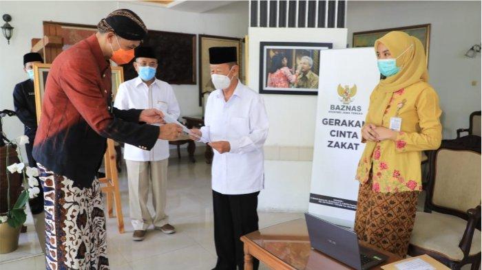 Gubernur Ganjar Pranowo Ajak Warga Berzakat di Baznas, Persoalan di Masyarakat Cepat Diatasi