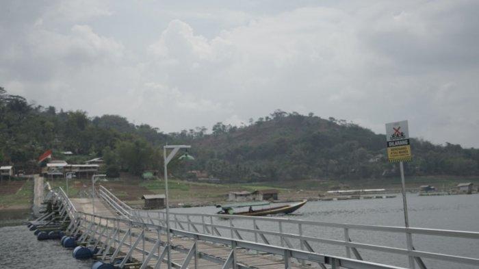 Pemandangan di sekitar Jembatan Bucin.
