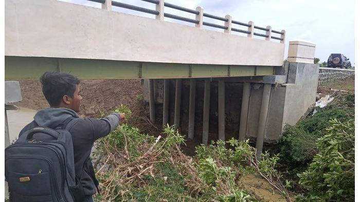 Cek Jembatan Cilalanang yang Rusak Pascabanjir Bandang, BPBD Indramayu: Jembatan Segera Diperbaiki
