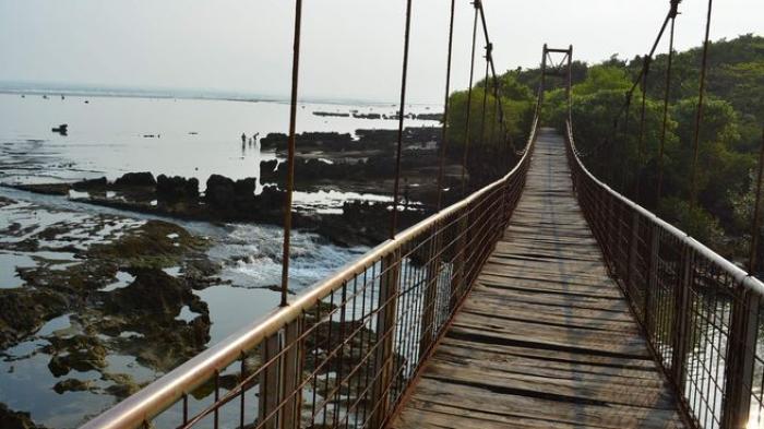 Tujuh Muda-Mudi Nebeng Truk ke Pantai di Garut, Bukan untuk Berlibur Tapi Ternyata Punya Masalah Ini