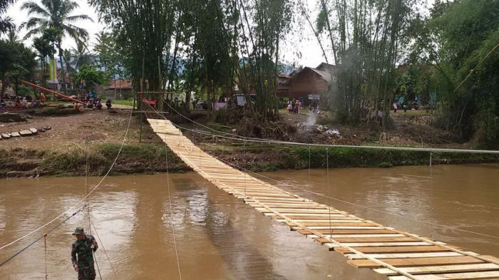 Vertical Rescue Indonesia Bangun Jembatan Darurat Hubungkan Dua Kecamatan di Garut