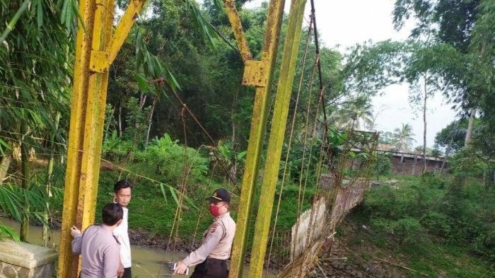 Jembatan Gantung di Sukaresik Tasikmalaya Putus, Tiga Orang Tercebur ke Sungai, Kini Harus Memutar