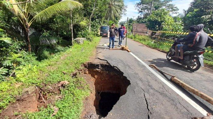 Jalur Alternatif Ciamis-Pangandaran Terancam Putus, Jembatan Tua di Banjaranyar Ambles