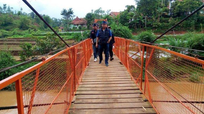Resmikan Jembatan Swadaya di Rongga, Anggota DPR Tantang Ridwan Kamil Datang ke Selatan KBB