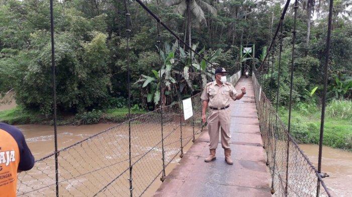 Sungai Ciseel Meluap, Jembatan Cinta di Ciamis Terancam Putus