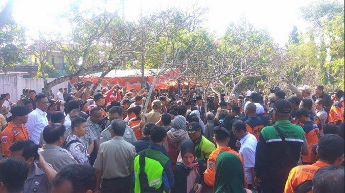 Pemakaman Sutopo Purwo Nugroho di Boyolali, Sang Ibunda pun Tak Mampu Berjalan