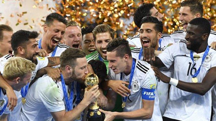 Timnas Jerman merayakan gelar juara Piala Konfederasi 2017 setelah mengalahkan Chile 1-0 di final, Minggu (2/7/2017).