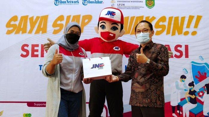 JNE Dukung Vaksinasi Covid-19 di Kota Bandung, Bagikan 1.000 Pack Hand Sanitizer