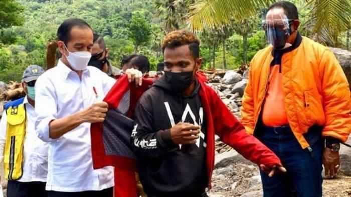 Ini Fransiskus, Pemuda NTT Diberi dan Dipakaikan Jaket oleh Jokowi, Warga Heboh Gantian Memakai