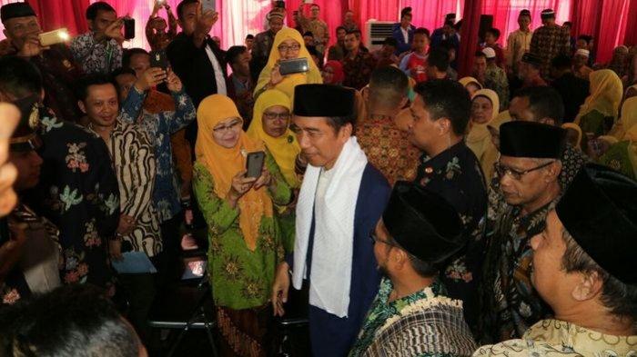 Santri Pertama Maju Dapat Pertanyaan, Jokowi : Kenapa Ini Kayak Takut