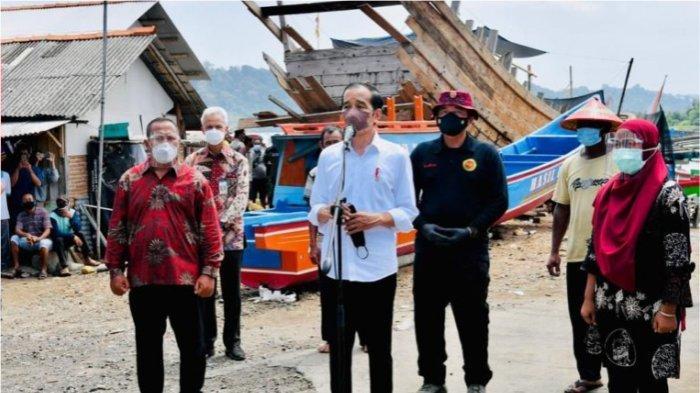 Nama Jokowi dan Ganjar Menggema, Warga Kampung Nelayan Cilacap Gembira Vaksinasi Ditengok Presiden
