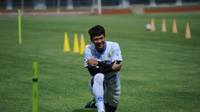 Achmad Jufriyanto mengikuti latihan Persib, Senin (1/3/3021).