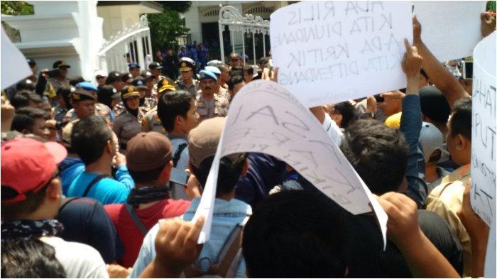 Sebut Ada Pasal Karet, Jurnalis Ciayumajakuning Gelar Demonstrasi, Wali Kota Cirebon Janjikan Ini