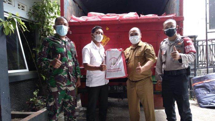 Presiden Jokowi Kirim Paket Sembako untuk Petani dan Warga Kebonpedes Sukabumi