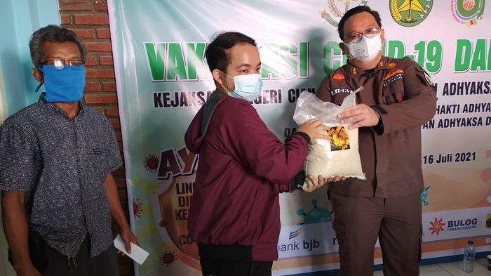 500 Warga Dapat Sembako Setelah Divaksin, Kajari Cianjur Berharap Bantuan Ringankan Warga Terdampak