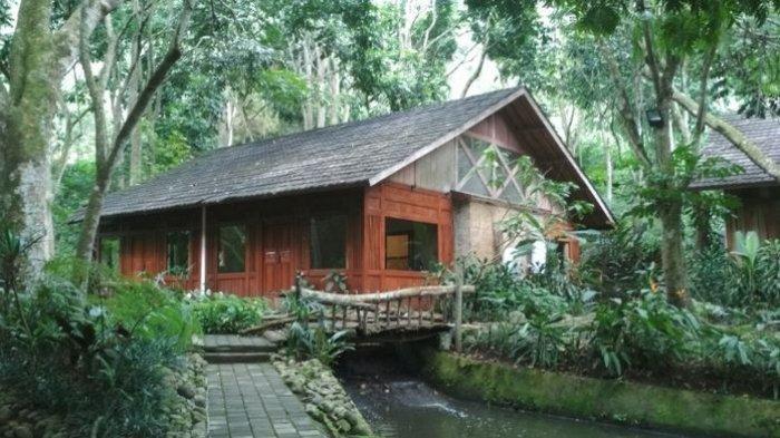 Kamar penginapan di Imah Seniman yang berlokasi di Jalan Kolonel Masturi Nomor 8 Gudangkahuripan, Lembang, Kabupaten Bandung Barat.