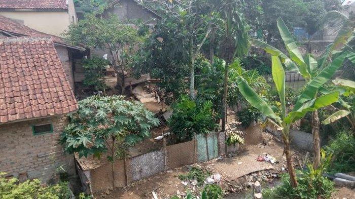 Kala Gempa 6,5 Mengguncang Sukabumi, Rumah, Masjid dan Sekolah Roboh, Iding Mengungsi 3 Hari