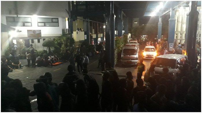 Lebih dari 200 Pengunjuk Rasa Dapat Penanganan Medis di Unisba, 15 Orang Dilarikan ke Rumah Sakit