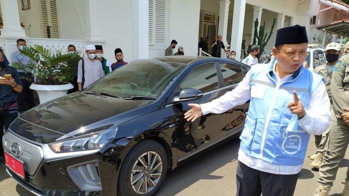 Kang Uu Pilih Mobil Listrik Hyundai Ioniq buat Keliling Jabar, Cukup Tiga Jam Charge Pergi ke Tasik